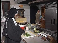 Nun, Kitchen, Ebony kitchen