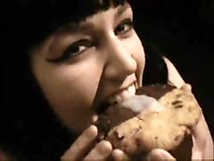 Goth, Food, Kissing with food